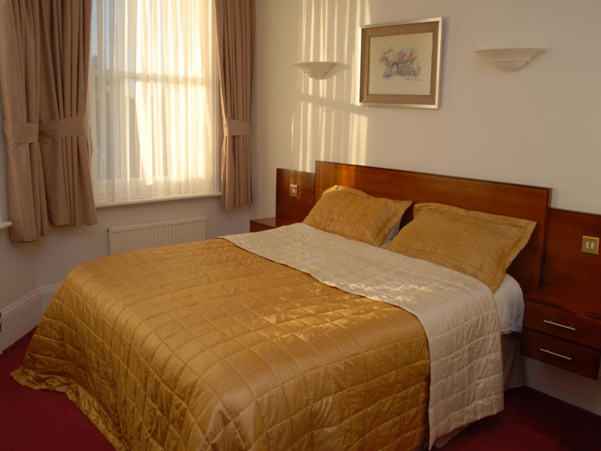 Gatwick Cambridge Hotel - Laterooms