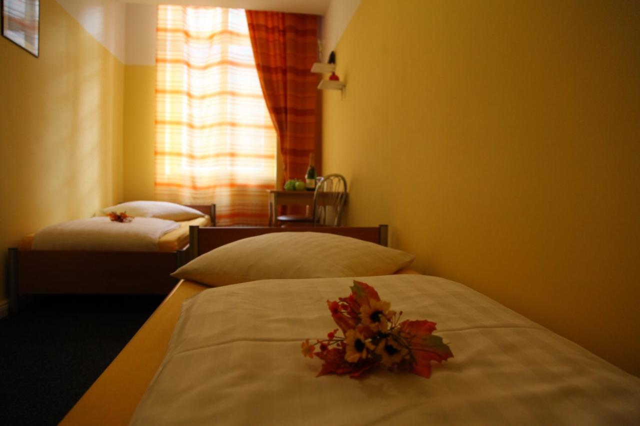 Hotel-Pension INSOR - Laterooms