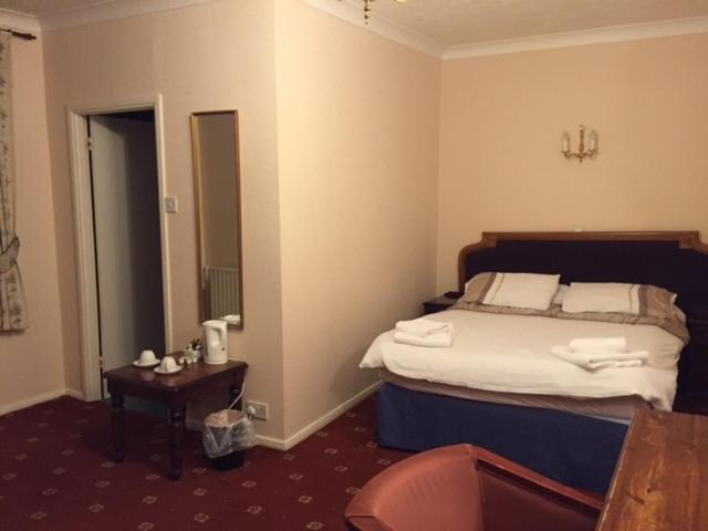 The Royal Victoria & Bull Hotel - Laterooms