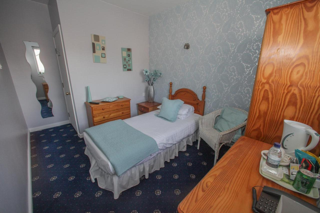 Tower House Executive Guest House - Laterooms