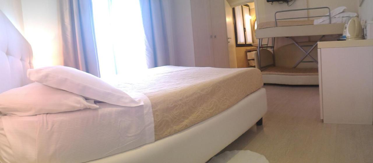 Ferretti Beach Hotel - Laterooms
