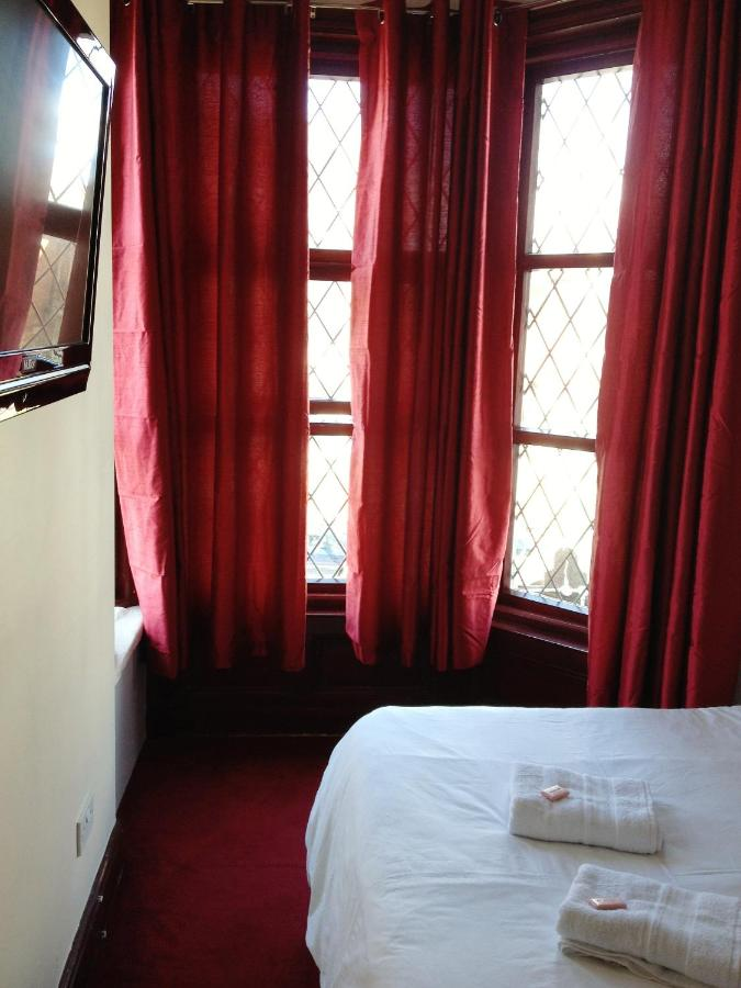 Lyndhurst Hotel - Laterooms