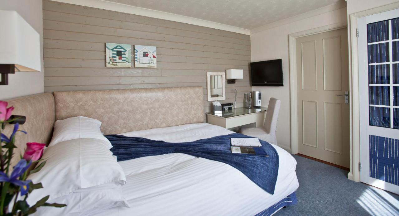Cobo Bay Hotel - Laterooms