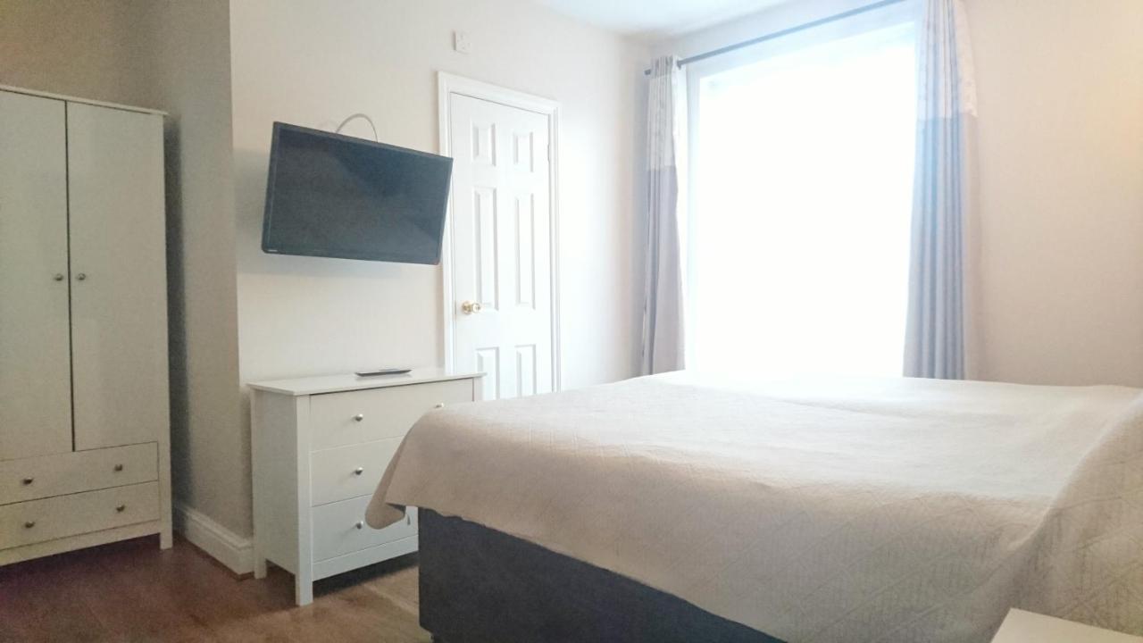 Avis Hotel - Laterooms