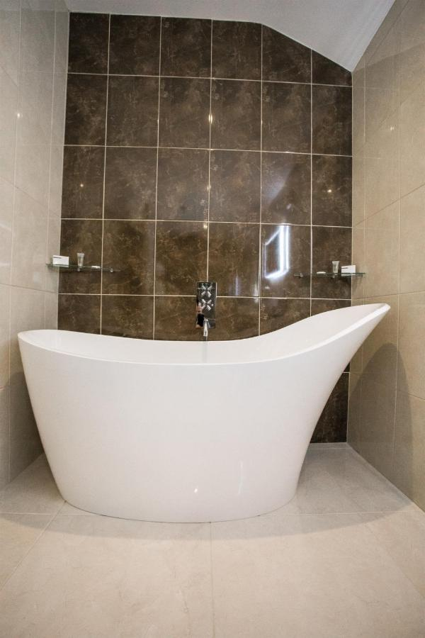 Tullyglass House Hotel - Laterooms