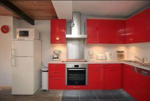 A kitchen or kitchenette at Le Gîte des Faucons