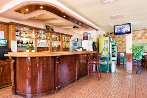 Фоайе или бар в Хотел Авеню