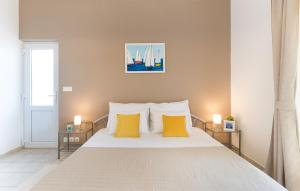 A bed or beds in a room at Apartments Roza