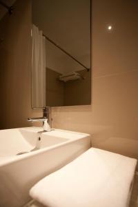 A bathroom at Porto Antas Hotel