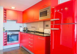 Una cocina o zona de cocina en Apartamentos La Torre