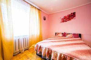 Ліжко або ліжка в номері 2 Кімнати з Терасою біля ринку Південний і Вікторія Гарденс Щирецька Кульпарківська