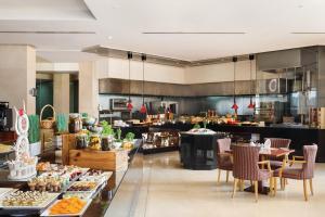 Ресторан / где поесть в Crowne Plaza - Dubai Jumeirah, an IHG Hotel