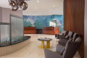 A seating area at SpringHill Suites Orlando Airport