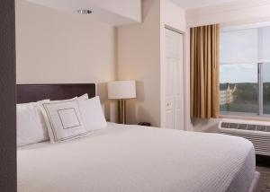 A bed or beds in a room at SpringHill Suites Orlando Airport