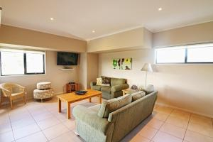A seating area at Saltwater Apartments