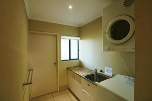 A kitchen or kitchenette at Saltwater Apartments