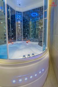 Um banheiro em Sharurah Plaza Hotel