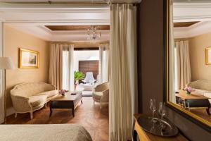 A bathroom at Hotel Casa 1800 Sevilla