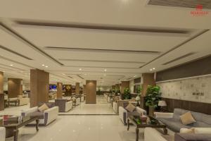 Um restaurante ou outro lugar para comer em Sharurah Plaza Hotel
