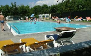Der Swimmingpool an oder in der Nähe von Campeggio Amici di Lazise