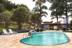 A piscina localizada em Pousada da Chácara ou nos arredores