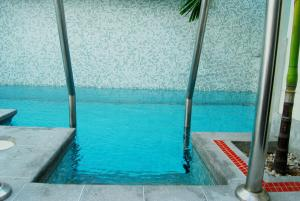 The swimming pool at or close to qp Hotels Lima