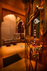 A bathroom at Hotel Garh Jaisal Haveli