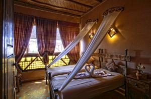 A bed or beds in a room at Hotel Kasbah Le Mirage & Spa