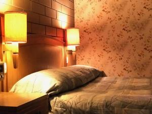 A bed or beds in a room at Century Motor Inn