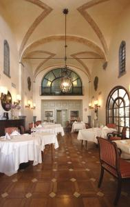 A restaurant or other place to eat at Hotel La Collegiata