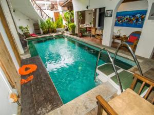 Der Swimmingpool an oder in der Nähe von Noordin Street House