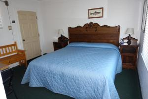 A bed or beds in a room at Big Meadow Lodge