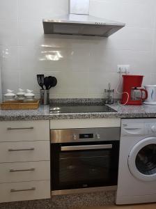 Una cocina o zona de cocina en Alhambra Apartment