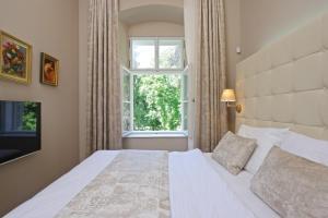 Postel nebo postele na pokoji v ubytování Zámek Ratměřice - Hotel & Resort