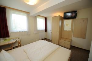Ein Bett oder Betten in einem Zimmer der Unterkunft Gästehaus Südheide