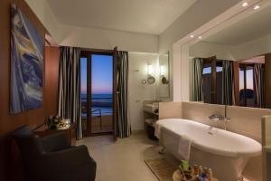A bathroom at Porto Veneziano Hotel