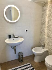 A bathroom at Bed and Breakfast La Terra dei Mari