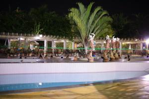 A piscina localizada em L'acqua diRoma IV c/ Roupa de Cama, Camareira e Garagem ou nos arredores