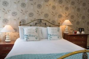 A bed or beds in a room at Ellerbrook House