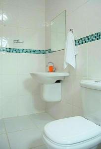A bathroom at Pousada Sol da Trindade