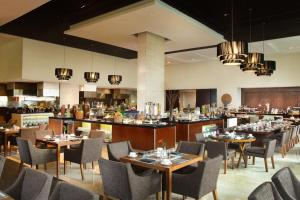 مطعم أو مكان آخر لتناول الطعام في هيلتون باندونغ