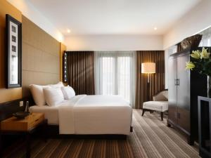 A bed or beds in a room at Hotel Santika Premiere Malang