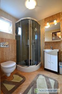Łazienka w obiekcie Domki Wakacyjne Rybak