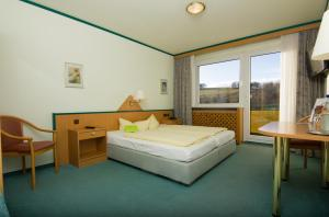A bed or beds in a room at Aparthotel am Rennsteig