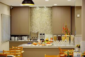 A restaurant or other place to eat at Brumado Hotel