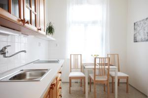 A kitchen or kitchenette at Angel City Aparthotel