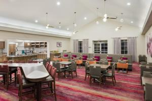 A restaurant or other place to eat at Homewood Suites by Hilton Orlando-UCF Area