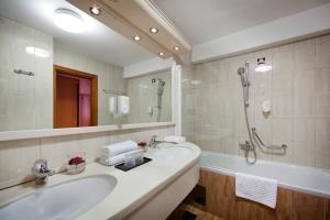 A bathroom at Hotel Excelsior - Liburnia
