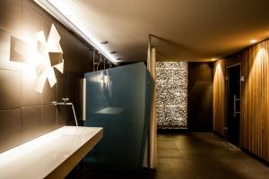 A bathroom at Hotel Alpine Lodge