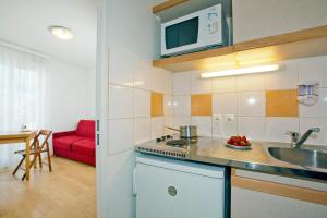 Cuisine ou kitchenette dans l'établissement Séjours & Affaires Paris-Nanterre